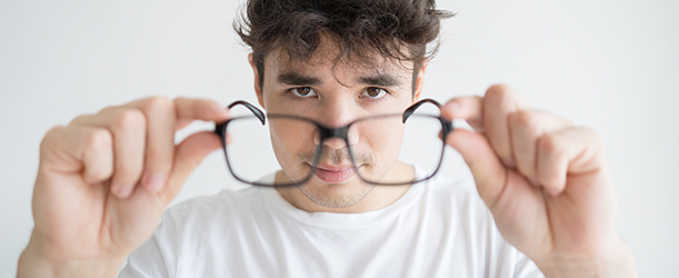Fitting Eyeglasses: A Guide to Choosing Frames that Fit